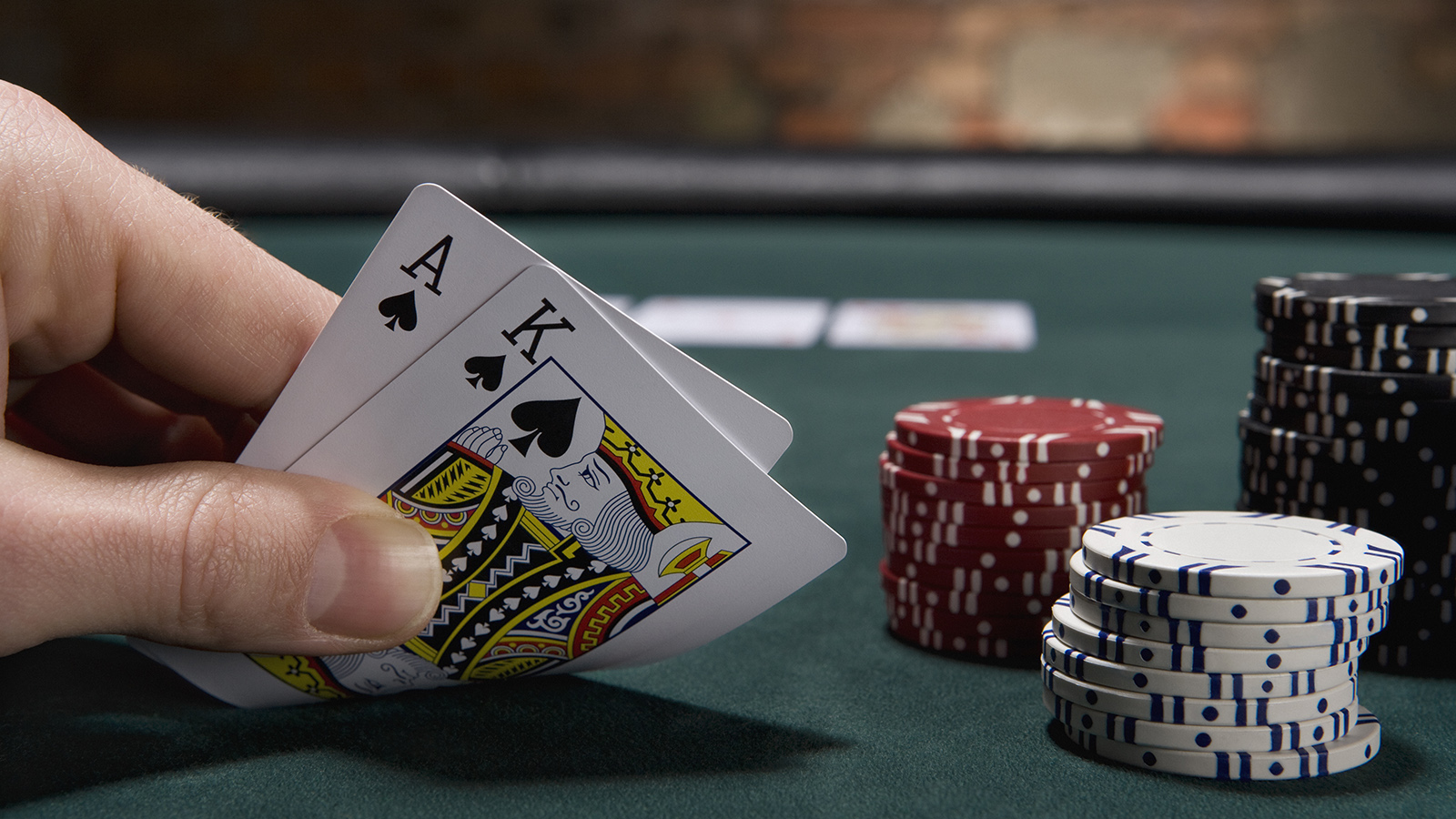 What You Should Know About Betting in Blackjack and Roulette